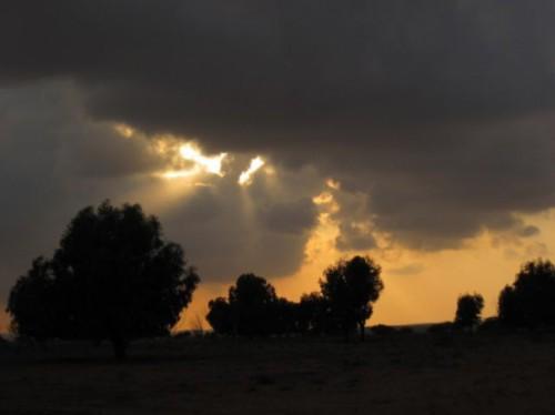 maroc-tiznit-coucher-de-soleil-sur-ciel-menacant[1].jpg