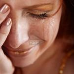 6665716-gros-plan-de-femme-crying-avec-larmes[1].jpg